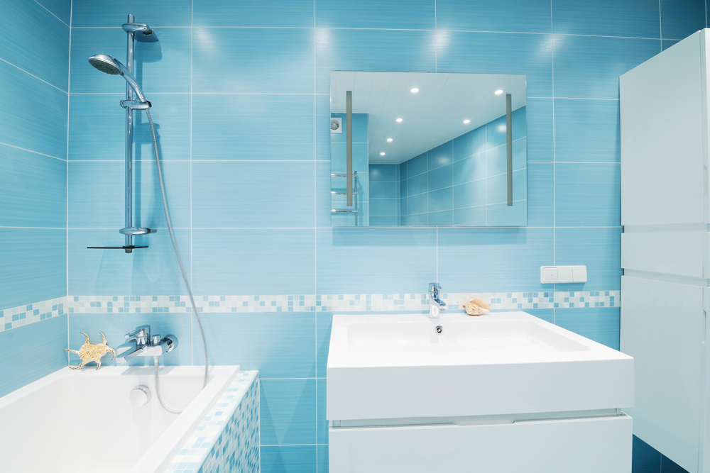 When it comes to bathroom mirrors, the bigger the better.